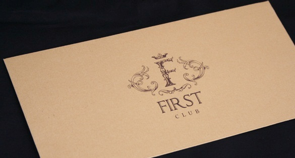 Конверты из крафт бумаги с логотипом