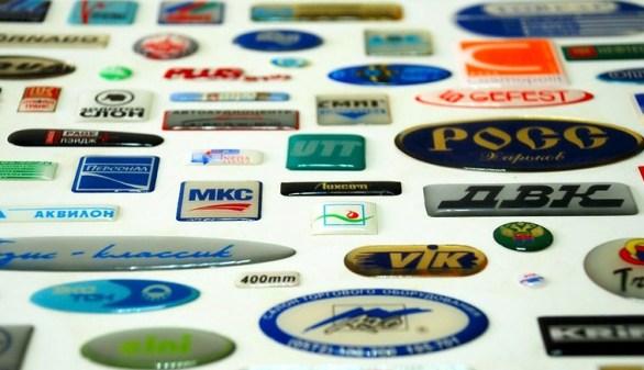 Изготовление фирменных и брендированных наклеек