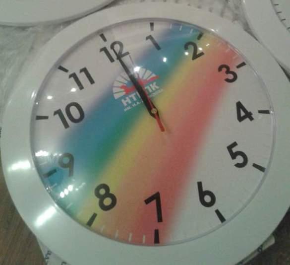 Печать логотипа и символики на часах фирменных